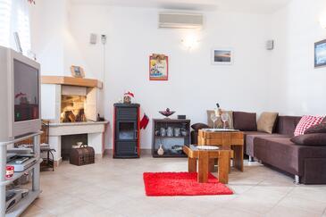 Gornji Tučepi, Obývací pokoj v ubytování typu house, klimatizácia k dispozícii, domácí mazlíčci povoleni a WiFi.