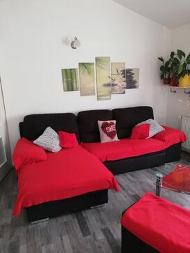 Tribunj, Obývací pokoj v ubytování typu apartment, s klimatizací, domácí mazlíčci povoleni a WiFi.