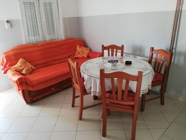 Tribunj, Dining room in the apartment, (pet friendly) and WiFi.