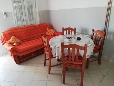 Tribunj, Jídelna v ubytování typu apartment, domácí mazlíčci povoleni a WiFi.