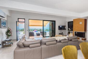 Mihovilje, Obývací pokoj v ubytování typu house, s klimatizací, domácí mazlíčci povoleni a WiFi.