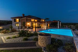 Seaside luxury villa with a swimming pool Cove Mihovilje, Pag - 16124