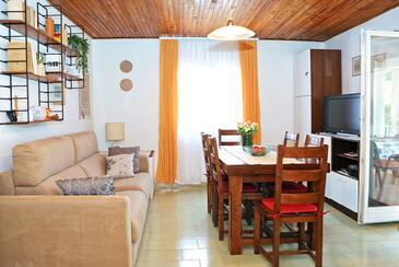 Sali, Jedáleň v ubytovacej jednotke house, klimatizácia k dispozícii, domáci miláčikovia povolení a WiFi.