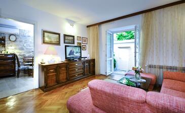 Baška Voda, Obývací pokoj v ubytování typu house, WiFi.
