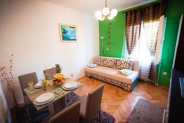 Grebaštica, Dining room in the apartment, air condition available and WiFi.