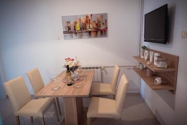 Grebaštica, Dining room in the apartment, WiFi.