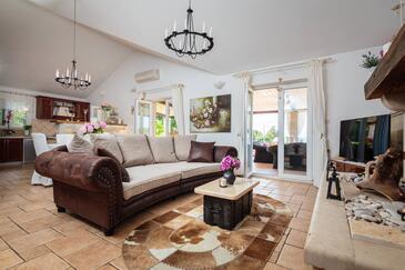 Mirca, Obývací pokoj v ubytování typu house, WiFi.
