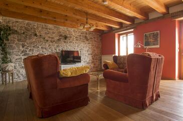 Ružići, Wohnzimmer in folgender Unterkunftsart house, WiFi.