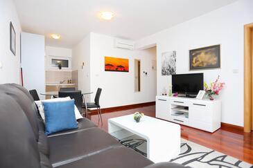 Trogir, Obývací pokoj v ubytování typu apartment, klimatizácia k dispozícii a WiFi.