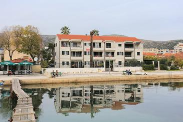 Trogir, Trogir, Propiedad 16210 - Apartamentos near sea with pebble beach.