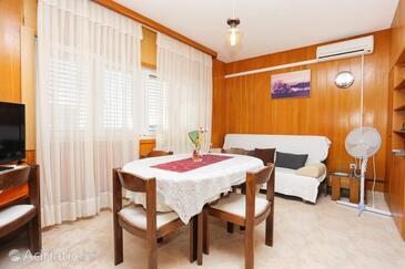 Rogoznica, Camera de zi în unitate de cazare tip apartment, aer condiționat disponibil şi WiFi.