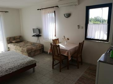 Seline, Dining room in the studio-apartment, air condition available and WiFi.