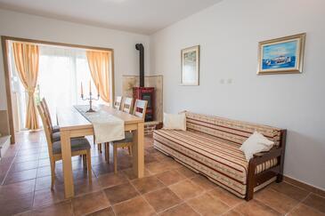 Sutivan, Salle à manger dans l'hébergement en type apartment, climatisation disponible et WiFi.