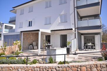 Njivice, Krk, Objekt 16244 - Apartmani sa šljunčanom plažom.