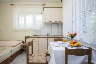 Dolac, Jídelna v ubytování typu studio-apartment, WiFi.