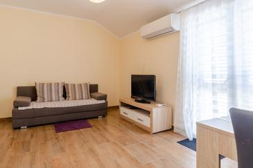 Prižba, Wohnzimmer in folgender Unterkunftsart apartment, Klimaanlage vorhanden, Haustiere erlaubt und WiFi.