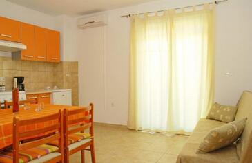 Pirovac, Jadalnia w zakwaterowaniu typu apartment, Dostępna klimatyzacja i WiFi.