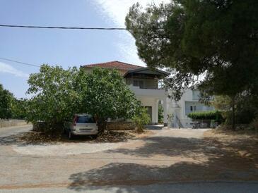 Okrug Donji, Čiovo, Объект 16276 - Апартаменты с галечным пляжем.