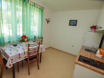 Živogošće - Porat, Jadalnia w zakwaterowaniu typu apartment, zwierzęta domowe są dozwolone i WiFi.