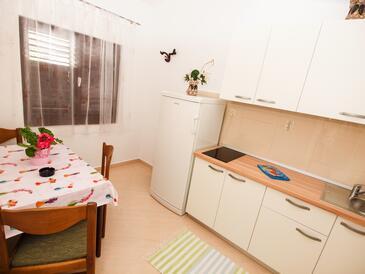 Živogošće - Porat, Jídelna v ubytování typu apartment, domácí mazlíčci povoleni a WiFi.