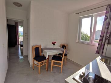 Živogošće - Porat, Столовая в размещении типа apartment, Домашние животные допускаются и WiFi.