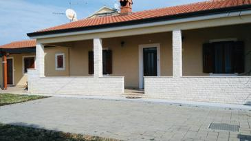 Zambratija, Umag, Property 16297 - Apartments with pebble beach.
