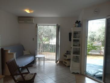 Zambratija, Living room in the apartment, air condition available, (pet friendly) and WiFi.