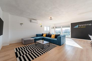 Bibinje, Living room in the apartment, air condition available, (pet friendly) and WiFi.