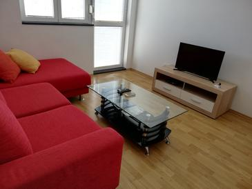 Sali, Living room in the apartment, air condition available and WiFi.