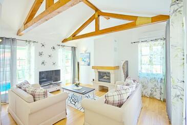 Ližnjan, Obývací pokoj v ubytování typu house, s klimatizací, domácí mazlíčci povoleni a WiFi.