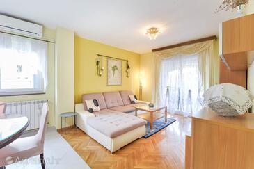 Zadar, Dnevni boravak u smještaju tipa apartment, dostupna klima i WiFi.