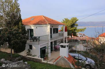 Slatine, Čiovo, Property 16343 - Apartments near sea with pebble beach.