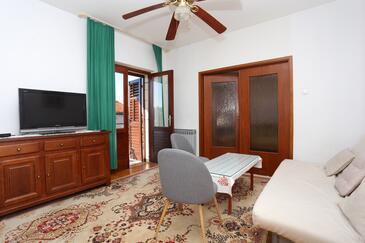 Kaštel Stari, Obývací pokoj v ubytování typu apartment, domácí mazlíčci povoleni a WiFi.