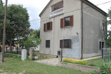 Kakma, Biograd, Property 16350 - Apartments with pebble beach.