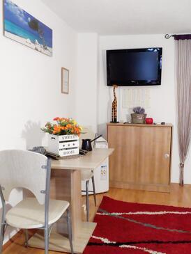 Stobreč, Blagovaonica u smještaju tipa studio-apartment, WiFi.