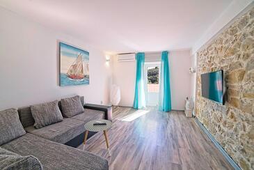 Kampor, Obývacia izba v ubytovacej jednotke house, klimatizácia k dispozícii, domáci miláčikovia povolení a WiFi.