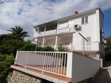 Rab, Rab, Объект 16359 - Апартаменты с песчаным пляжем.