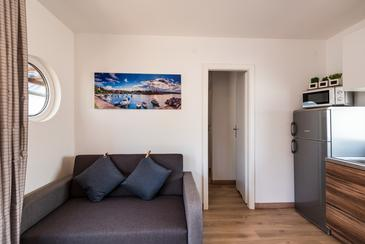 Vodice, Living room in the apartment, (pet friendly) and WiFi.