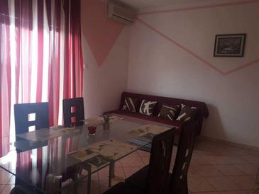 Senj, Living room in the apartment, air condition available, (pet friendly) and WiFi.