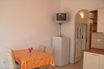 Račišće, Dining room in the apartment.