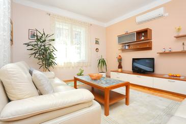 Split, Sala de estar in the apartment, air condition available y WiFi.