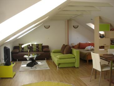 Blace, Wohnzimmer 1 in folgender Unterkunftsart house, Klimaanlage vorhanden, Haustiere erlaubt und WiFi.