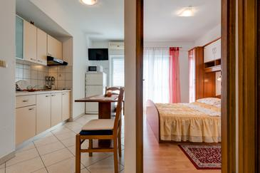 Lokva Rogoznica, Dining room in the apartment, air condition available and WiFi.