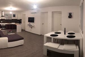 Apartmaji s parkingom Pirovac (Šibenik) - 16436