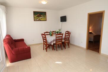 Vinišće, Dnevni boravak u smještaju tipa apartment, dostupna klima, kućni ljubimci dozvoljeni i WiFi.