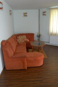 Radmani, Living room 1 in the house, air condition available, (pet friendly) and WiFi.