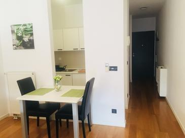Zagreb, Dining room in the studio-apartment, (pet friendly) and WiFi.