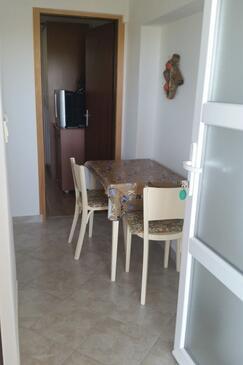 Kolan, Jídelna v ubytování typu apartment, WiFi.