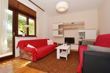 Vinišće, Obývací pokoj v ubytování typu apartment, s klimatizací, domácí mazlíčci povoleni a WiFi.