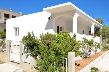 Vinišće, Trogir, Property 16488 - Vacation Rentals near sea with pebble beach.